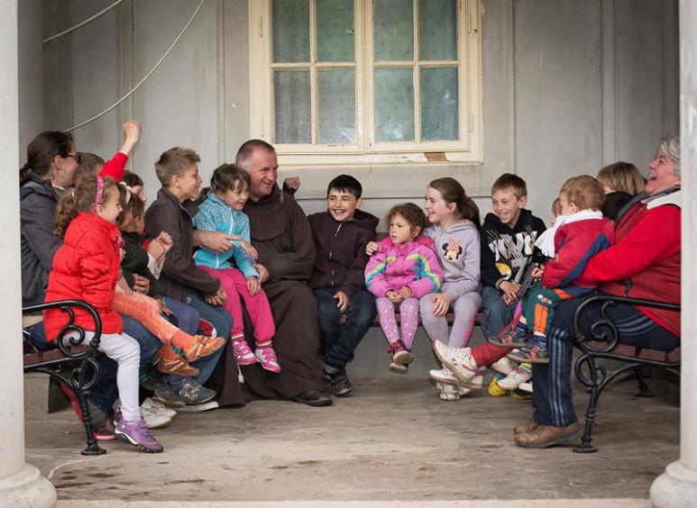 Böjte Csaba: Ajándékozzuk meg gyermekeinket a jócselekedet örömével!