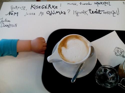 Megnyílt a Pagony kávézója: itt mindenki jól jár