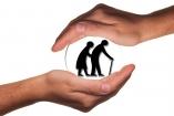 Védeni kell az időseket
