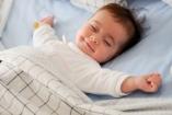 Hason vagy háton aludjon az újszülött?