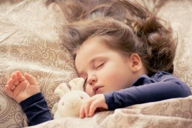 A rosszul alvó gyerekek több oldalról is veszélyeztetettek