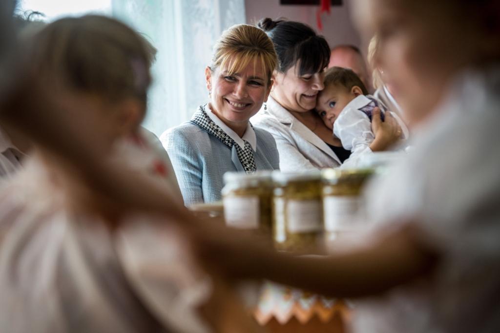 Tápláló szeretet: 700 üveg befőttet ajándékoztak a nyugdíjasok