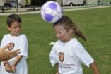 Fejelés a focipályán? Életveszélyes lehet a gyerekeknek!