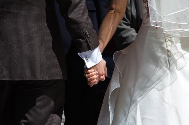 Miért házasodunk, népszerű-e az egyházi esküvő?