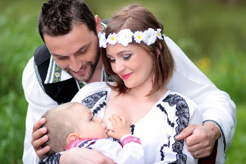 Anyatejjel a világ körül - kiállítás a szabad szoptatásért
