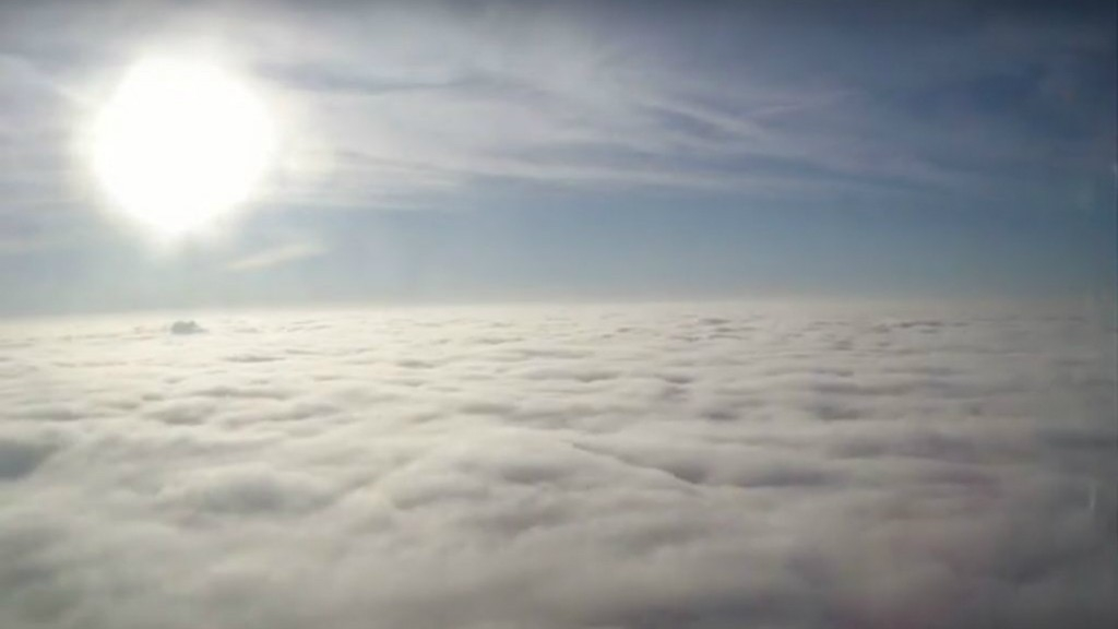 Varázslatos videó: napfelkelte a felhők felett