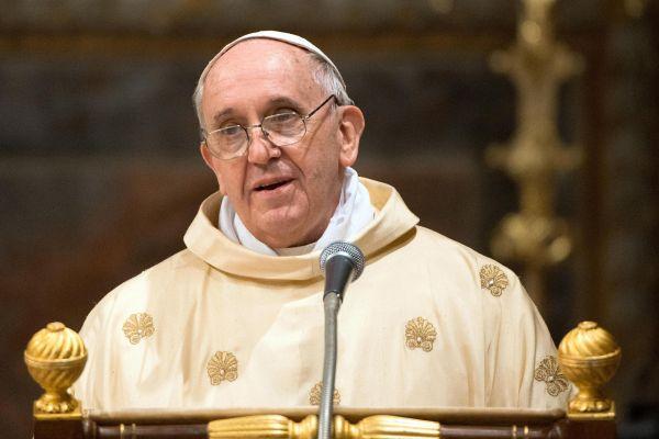 Ferenc pápa támogatja a nyilvános helyen szoptatást