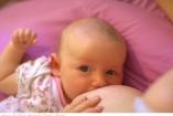 Anyák, akik támogatják egymást a szoptatásban