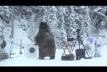 A medve, aki kimosta a bundáját