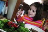 195 ország ételeit kóstolták végig a kisgyerekkel