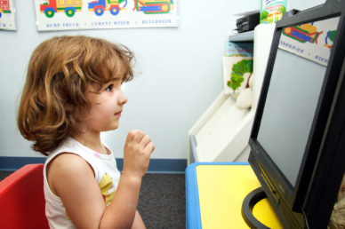 Valami fura dolog történik a képernyő előtt ülő gyerekek agyával