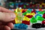 VIDEÓ: LEGO gumicukorból!