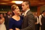 Örömanyák figyelmébe! - ilyen vagányul is lehet táncolni az esküvőn