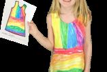 Gyerekek saját maguk tervezete ruhákban