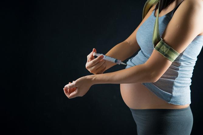Kábítószerfüggő babák: törvény védené őket
