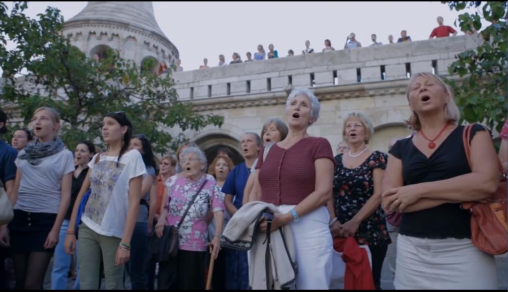 Flash mob Kodály Esti dalával - Ma kezdődik az Ars Sacra