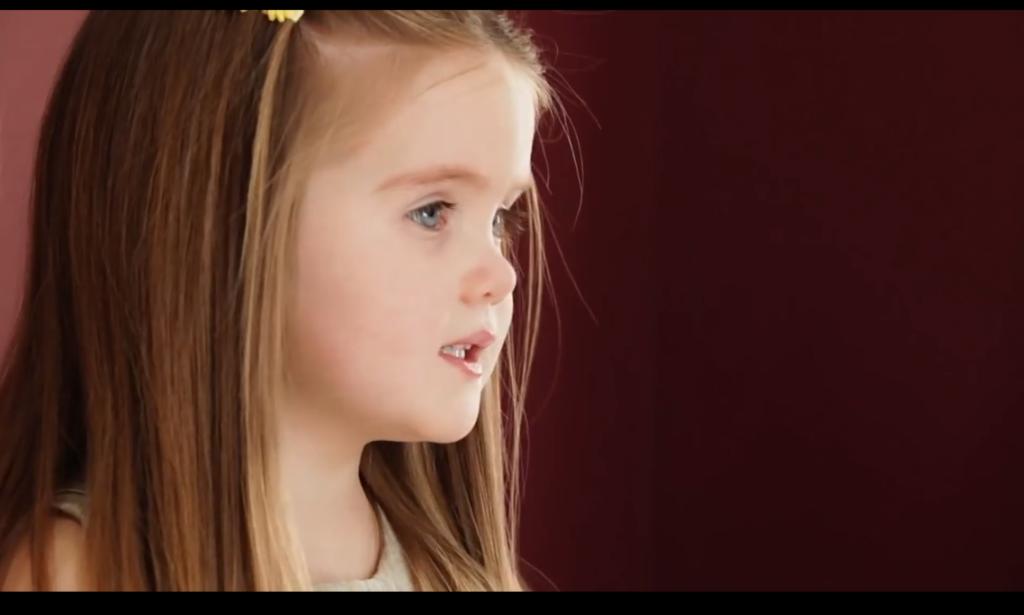 VIDEÓ: Háromévesen a haját adta a rákos gyerekeknek
