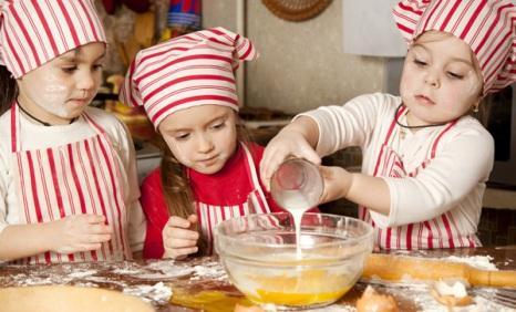Mozgássérült gyermekeknek gyűjt a Segítsüti