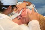 """""""Adják ide a kisbabámat!!!"""" - szoptatás császármetszés után. Lehetséges?"""