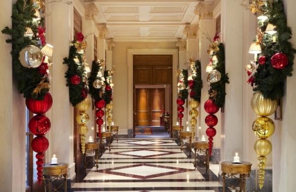 5e81-lux101ag-100001-christmas_decorated_corridor