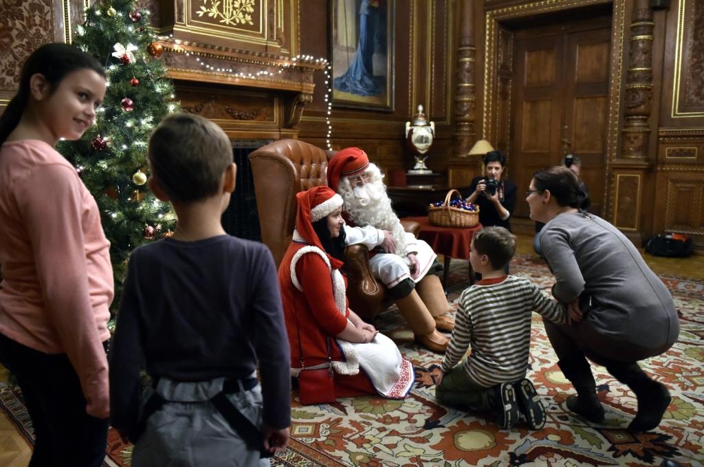 Budapest, 2016. december 1. Joulupukki, a lappföldi Mikulás Budapesten, a Magyar Állami Operaházban 2016. december 1-jén. MTI Fotó: Máthé Zoltán