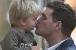 Végre egy jó hír! A karácsonyt már a családjával töltheti Michael Bublé súlyos beteg kisfia
