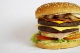 Az elhízásra hajlamos gyerekek agya erősebben reagál a gyorséttermi reklámokra