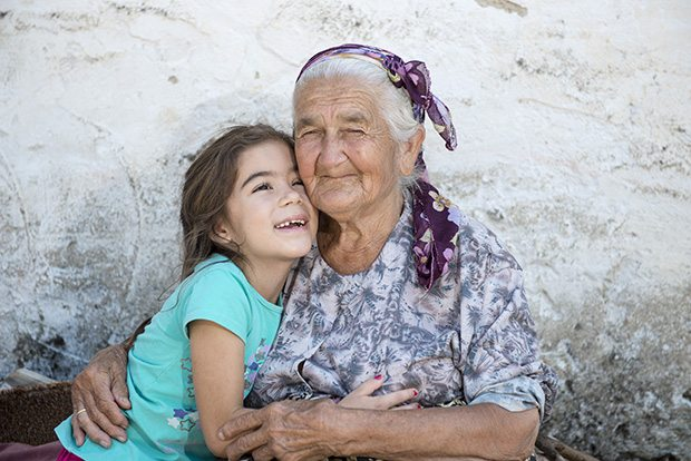 Törökországban fizetést kapnak a nagymamák, ha vigyáznak unokáikra
