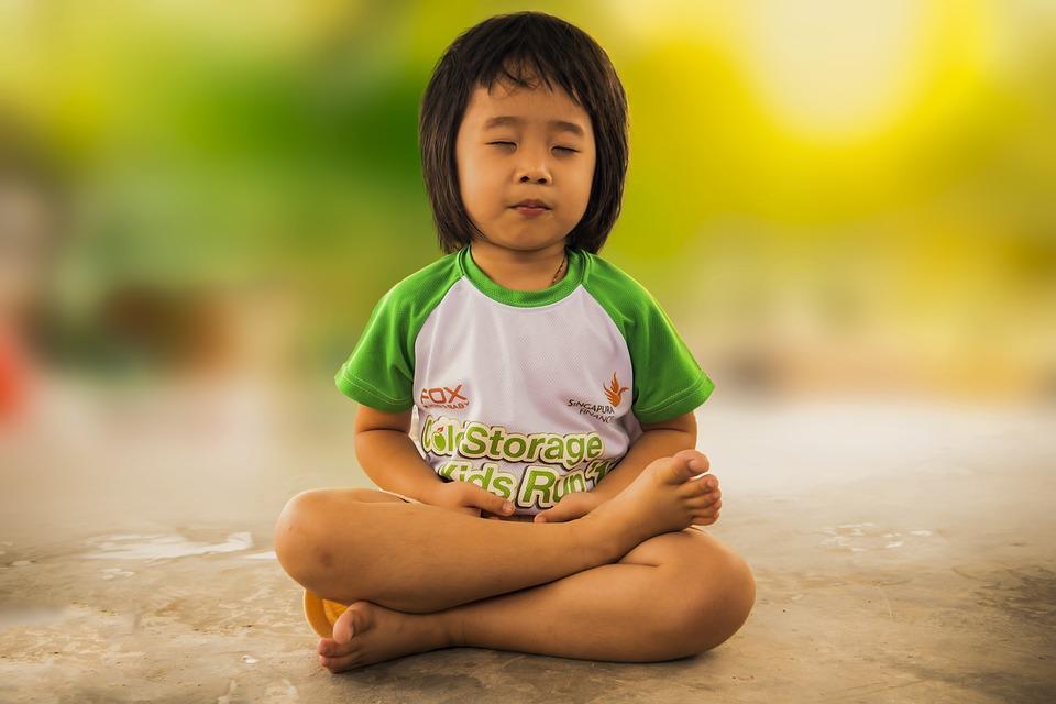 Tanítsuk meg a gyereket meditálni! Oldódnak a szorongásai és megnyugszik - 5 tipp a kezdéshez
