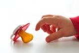 Szenvedélybeteg kisgyerekek – cumi vs. ujjszopás