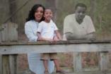 Különleges módon jelent meg az elhunyt férj a családi fotókon