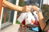 Káros anyagok szivárognak a gyorséttermi csomagolásból
