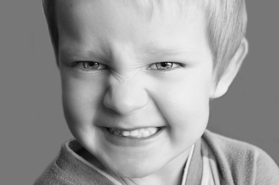 Késik gyermekénél a fogváltás? Pajzsmirigyzavar is okozhatja!