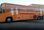 Transzgender aktivisták tettek tönkre egy családvédő kampánybuszt