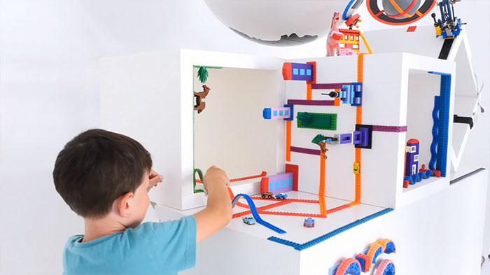 A legnépszerűbb gyerekjáték új nézőpontban. LEGO szalag!