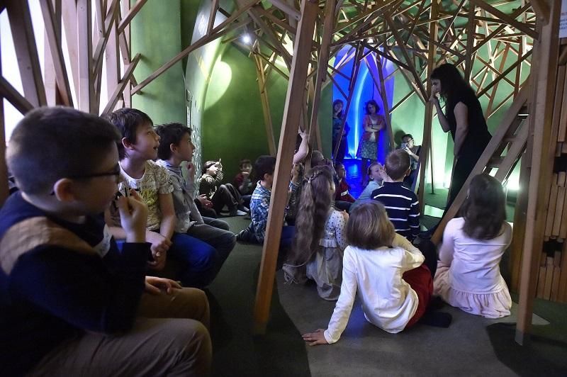 Itt van mindjárt ez a pizsamaparti a múzeumban sorozat. Mert mi lehet jobb  dolog egy gyereknek 228a2af8f6