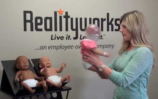 Soha ne rázzátok meg a babátokat - agykárosodást okozhat! VIDEÓ