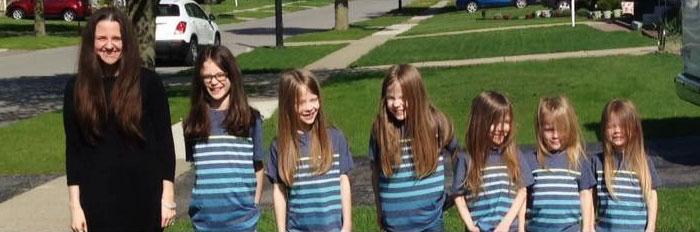 Hosszú hajat növesztettek a fiúk, hogy rákos gyermekeken segítsenek!