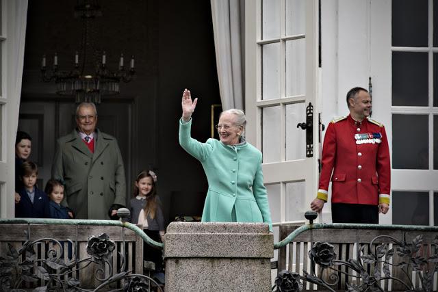 77 éves lett a dán II. Margit királynő - Fotók unokái társaságában