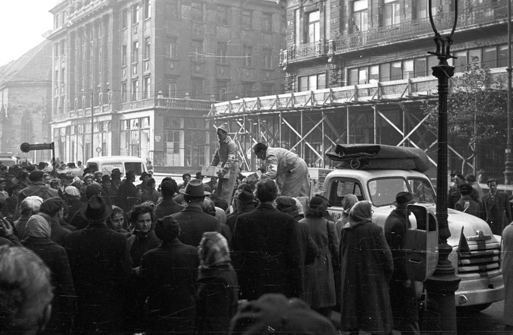 Ruha, étel, elveszett családtagok… - a  Magyar Vöröskereszt szerepe 1956-ban