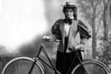 Női biciklisek a 19. és a 21. századból