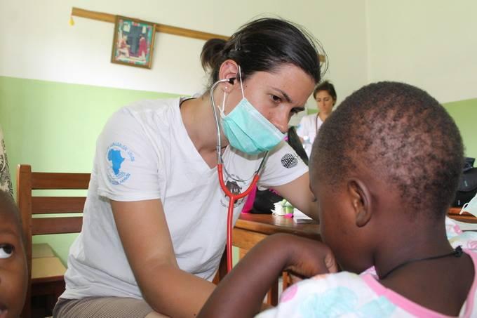 Az ésszerűség határán – Százával várnak a magyar orvosokra Afrikában
