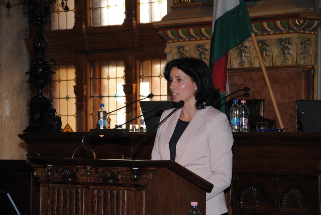 Fűrész Tünde: a magyar családpolitika kiszámíthatóságot és stabilitást ad