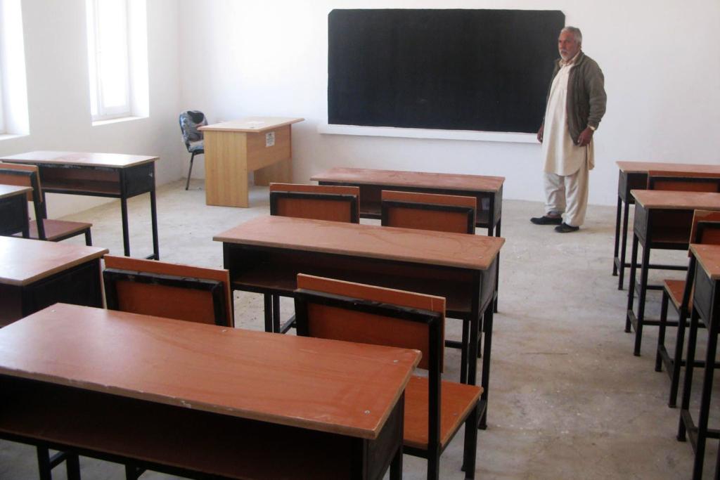 Kevesebb tanár és diák az új tanévben