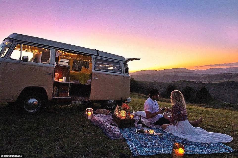 Kisbuszos nomádok Ausztrália gyönyörű tájain