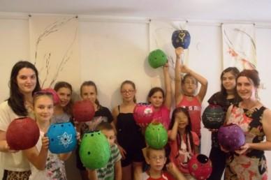 """Tószegi Judit: """"A kézműves alkotásokban megélhetjük női identitásunk ezerszínű skáláját, tanítsuk ezt meg lányainknak is!"""""""