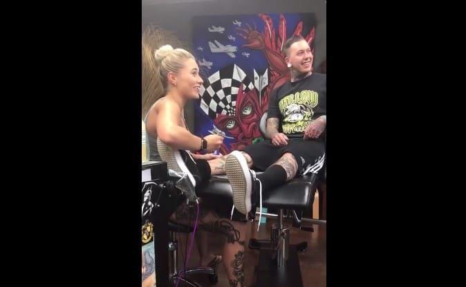 Így kérte meg barátnője kezét egy tetoválóművész