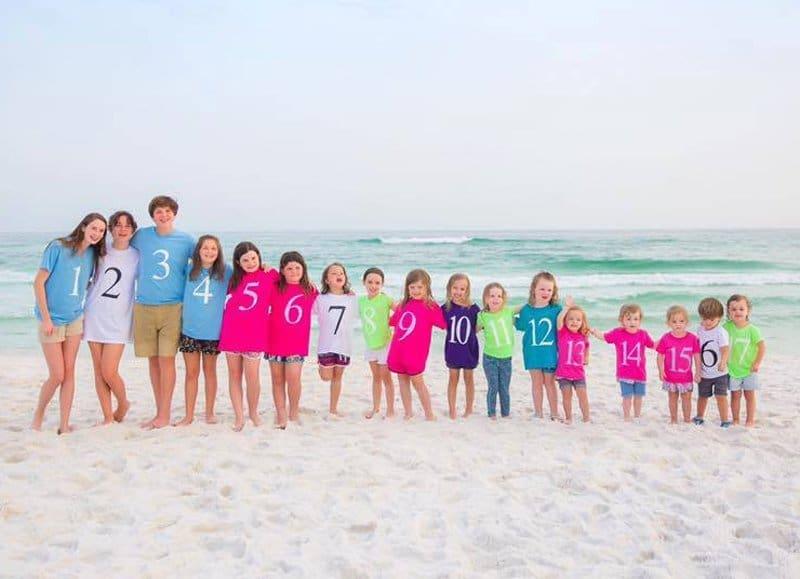 17 unoka egy közös fényképen