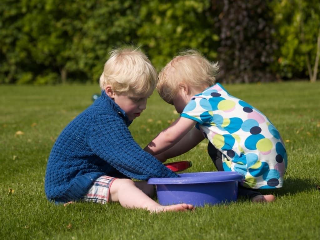Hogyan válassz játékot, ha nagyobb és kisebb gyerek is van és együtt játszanátok?