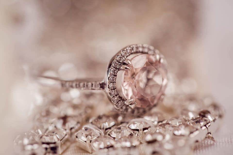 Mennyit érünk? - avagy Teszteld olcsó eljegyzési gyűrűvel a leendő nejed!
